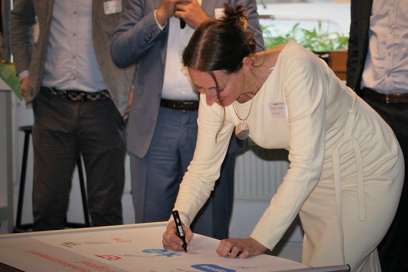 Convenant getekend voor NLCS voor stedelijk spoor